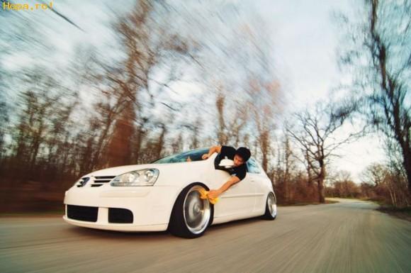 Auto Moto - Asa se poarta un adevarat fan VW