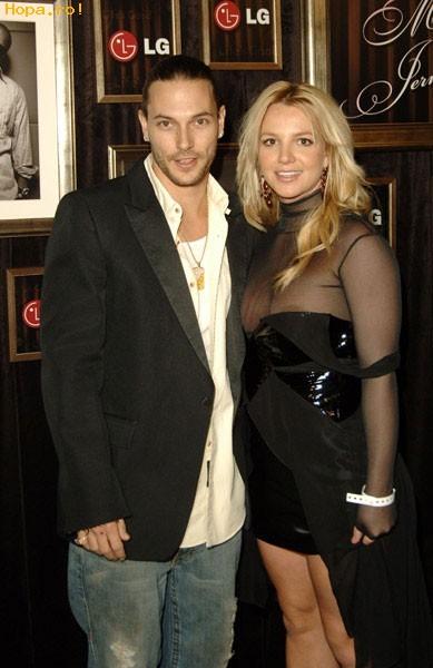 Celebritati - Britney...rochia nu-i pe masura ta?