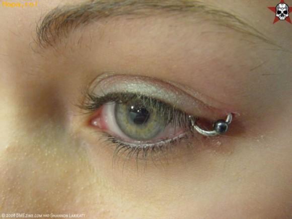 EMO - Piercing ocular