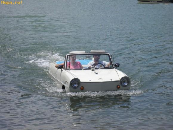Auto Moto - Masina pe apa