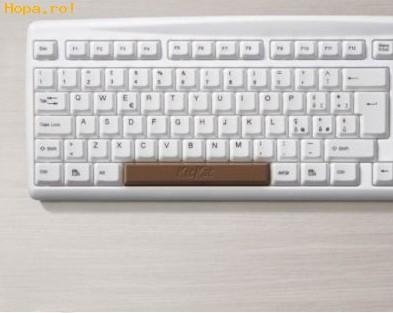 Calculatoare - Ti s-a stricat space bar-ul? Ai nevoie de un Kit Kat!