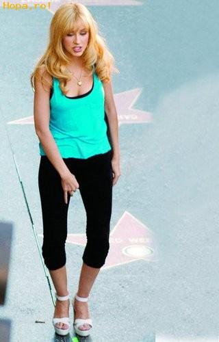 Celebritati - Pe Christina  Aguilera o  mananca pasarica
