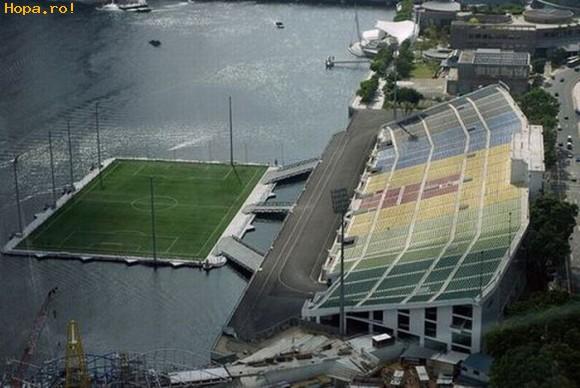 Sport - Teren de fotbal pe apa