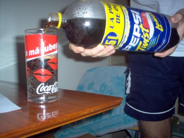Reclame - Pahar Cola cu utilitate maxima