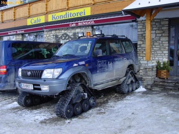 Auto Moto - Cu tancul pe strada