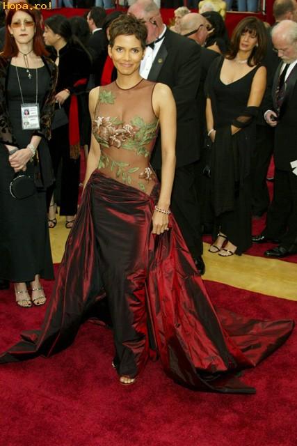 Celebritati - Halle Berry