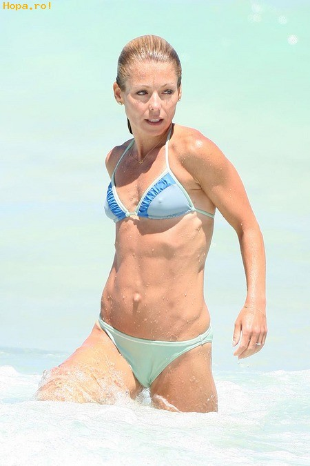 Celebritati - Kelly Ripa in bikini