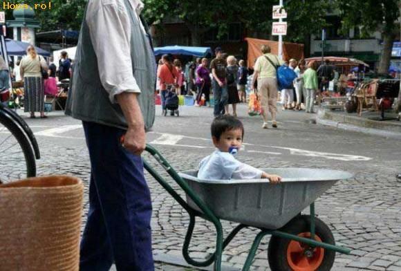 Copii - S-a stricat caruciorul si vroiam sa ies neaparat la plimbare