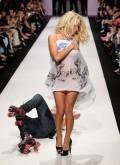 Celebritati - Pamela Anderson si Richie Rich pe podium