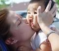 Copii - Mai usor mami..ca ma strivesti
