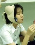 Diverse - Cand ai mainile ocupate , folosesti ce ai la indemana pentru a vorbi la telefon