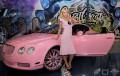 Celebritati - Paris Hilton adora masinile roz