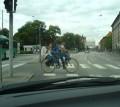 Diverse - Unu da din pedale si 2 conduc