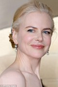 Celebritati - Nicole Kidman a imbatranit