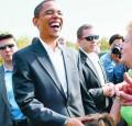 Celebritati - Obama cu zambetul pe buze