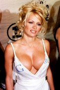 Celebritati - Pamela Anderson si Google