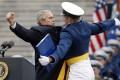 Celebritati - Bush - Salut marinaresc