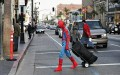 Celebritati - Spiderman la aeroport